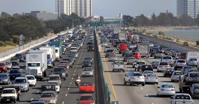 Una de las propuestas es otorgar licencias de conducción a todos los conductores sin importar su estatus migratorio.
