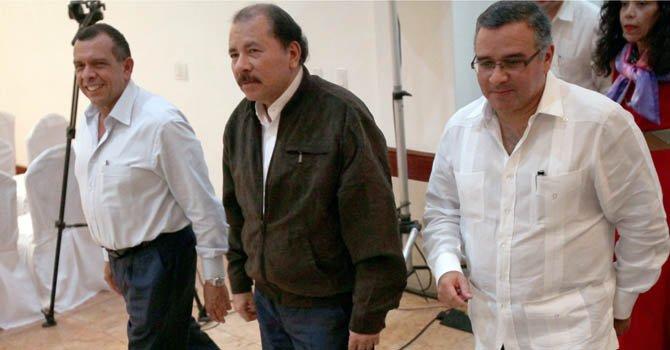 De izquierda a derecha, los presidentes Porfirio Lobo, de Honduras, Daniel Ortega, de Nicaragua, y Mauricio Funes, de El Salvador, se reunieron el martes 4 de diciembre.