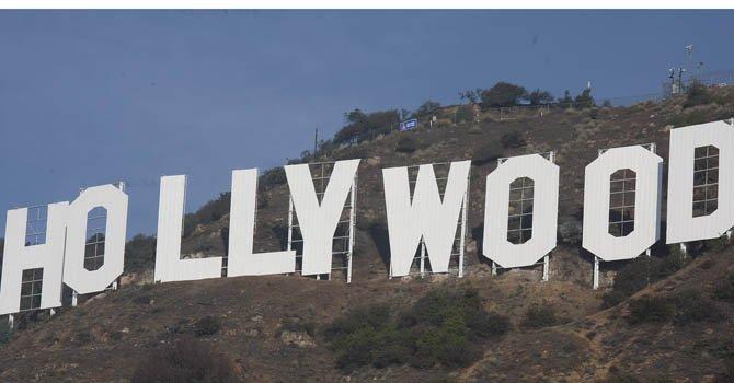 El letrero de Hollywood brilla gracias al trabajo latino
