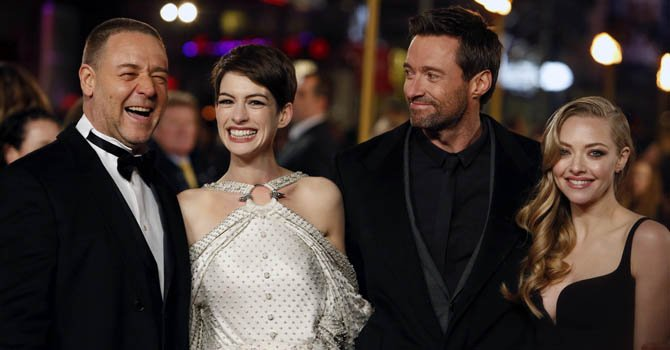 De izq. a der. Los actores Russell Crowe, Anne Hathaway, Hugh Jackman y Amanda Seyfried en el preestreno mundial de Los Miserables, en Londres, Reino Unido el miércoles 5 de diciembre.