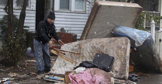 En Nueva York unas 12.000 familias están en casas en construcción, con moho, polvo y escombros.