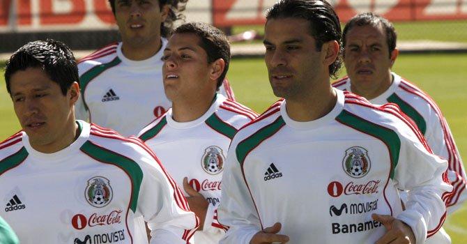El defensa mexicano Rafa Márquez (der.) ha participado con el TRI en los últimos tres mundiales.