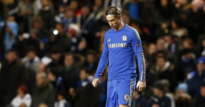 El jugador del Chelsea Fernando Torres entra a la cancha en el partido ante el Nordsjaelland el miércoles 5 de diciembre, en el Stamford Bridge de Londres.