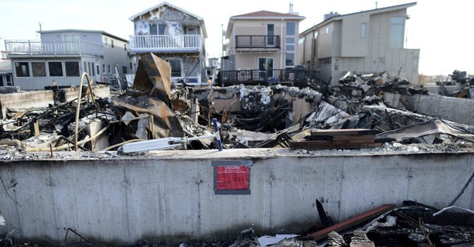 Casas destruidas tras el paso del huracán Sandy en Breezy Point, Nueva York, el pasado viernes 23 de noviembre.