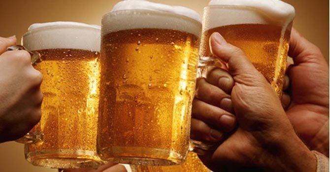 Cerveza beneficia a la salud de la mujer