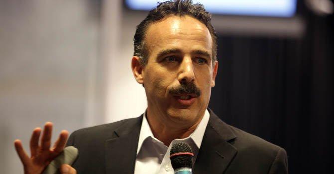 El coordinador de la Mesa de Seguridad de Ciudad Juárez, México, Arturo Valenzuela, habla durante una rueda de prensa en la Torre Ejecutiva de Montevideo, Uruguay.