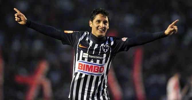 El jugador Ángel Reyna de Monterrey celebra una anotación en el estadio Tecnológico de la ciudad de Monterrey, México.