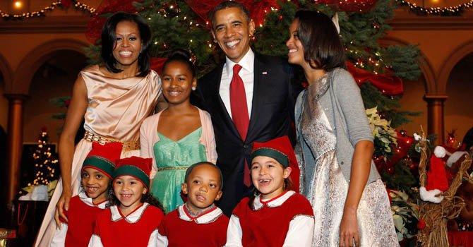 """El presidente Barack Obama su esposa Michelle y sus hijas Malia y Sasha participaron en el concierto """"Christmas en Washington"""", el domingo 9 de diciembre."""