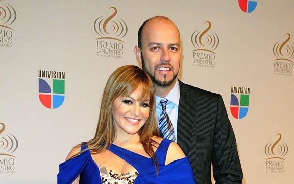 La cantante Jenni Rivera estuvo casada con el ex beisbolista Esteban Loaiza. Rivera anunció en octubre que se estaban divorciando.