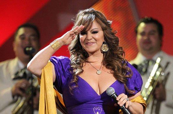 """La """"Diva de la Banda"""" murió en un accidente aéreo el domingo 9 de diciembre tras dar un concierto en Monterrey, México. Miles de fanáticos lloran su muerte."""
