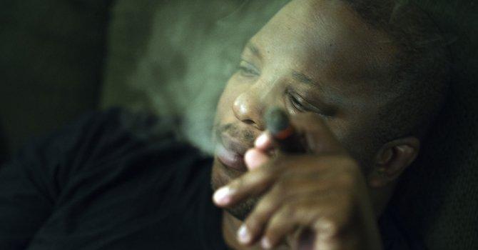 El condado no podría forzar que los empleados dejen de fumar.