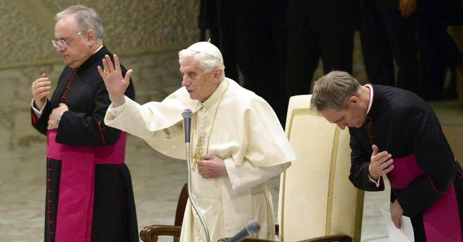 El papa Benedicto XVI en una de sus audiencias públicas de los miércoles 12 de diciembre.