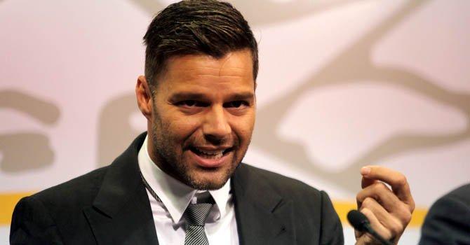Ricky Martin alza la voz contra la homofobia