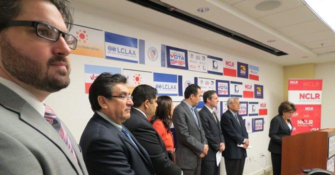 La presidenta del Consejo Nacional de La Raza, Janet Murguia, en el micrófono, y representantes de organizaciones nacionales el 12 de diciembre en DC.