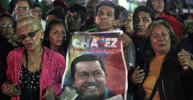 Hugo Chávez se recupera favorablemente