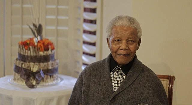 El ex presidente de Sudáfrica Nelson Mandela fue operado el sábado 15 de diciembre de cálculos biliares.