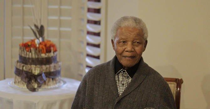 Mandela se recupera de una operación