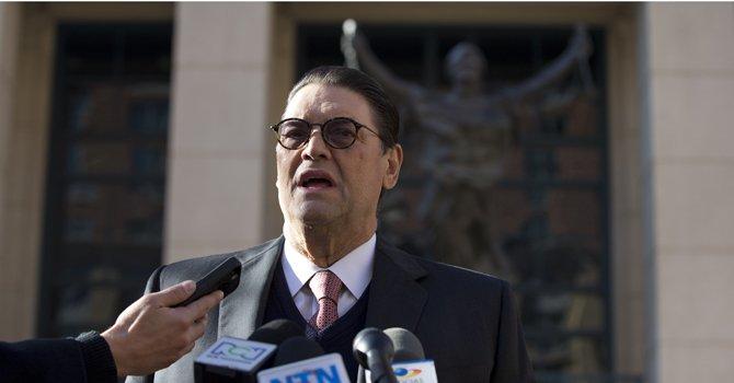 Oscar Rodríguez, abogado del ex general colombiano Mauricio Santoyo Velasco, el viernes 14 de diciembre al salir de la corte federal en Alexandria, Virginia.