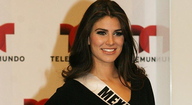 La representante de México, Karina González, ensaya en Las Vegas, antes de la gran noche.