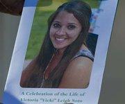 Cientos de personas acuden al entierro de Victoria Soto, la heroína de Newtown.