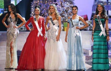 Las cinco finalistas de Miss Universo, de izq. a der., Miss Brasil, Gabriela Markus; Miss USA, Olivia Culpo; Miss Australia, Renae Ayris; Miss Filipinas, Janine Tugonon; y Miss Venezuela, Irene Sofia Esser Quintero en Las Vegas.