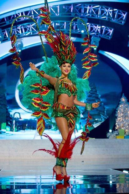 Miss Bolivia, Yessica Mouton, en traje típico.