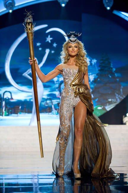Miss Sudáfrica, Melinda Bam, en su traje típico.