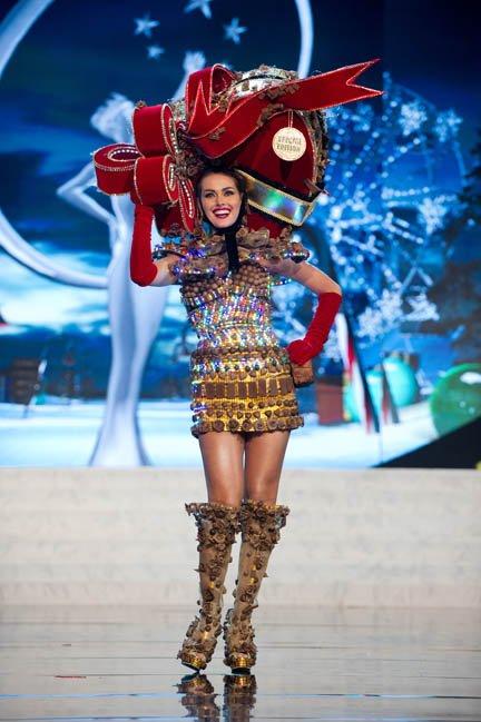 Miss Venezuela, Irene Sofía Esser, modelando su traje típico.