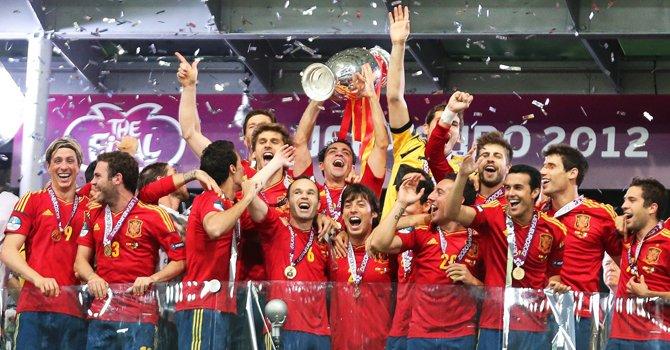 La selección de España al celebrar su título de la Eurocopa de Ucrania y Polonia 2012.