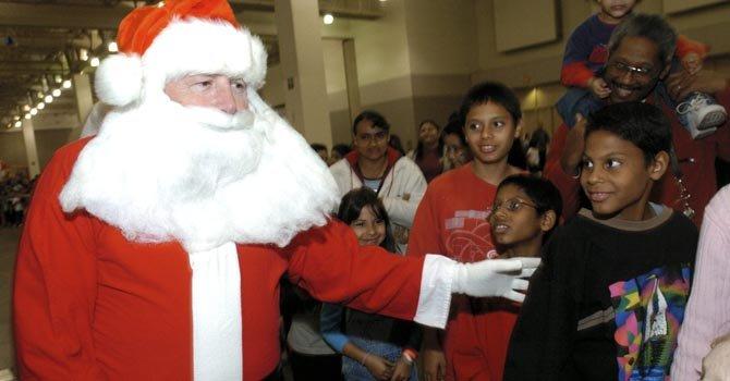 Ramón González realiza este evento de distribución de regalos desde hace 42 años.