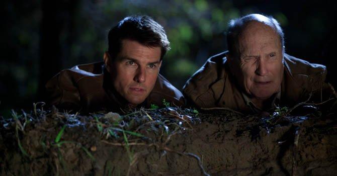 "Los actores Tom Cruise (izq.) y Robert Duvall (dcha.) en una escena de la película ""Jack Reacher""."