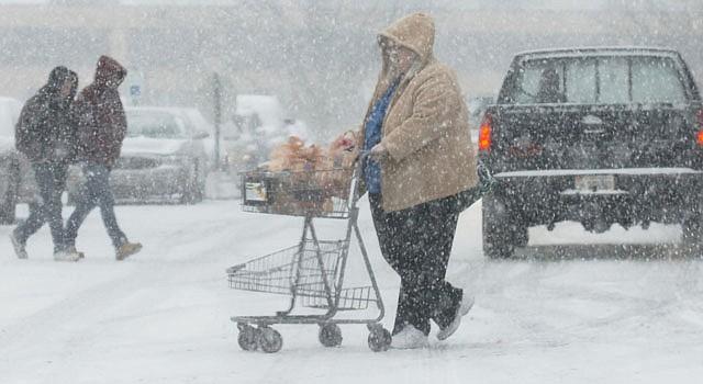El miércoles 26 de diciembre una tormenta de nieve que azotó el país causó seis muertos y varios retrasos en las carreteras.