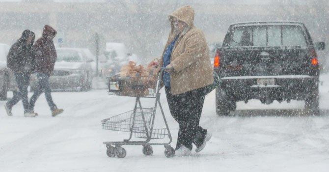 Tormenta invernal deja muertos y contratiempos