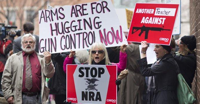 Tras la masacre del 14 de diciembre en Connecticut que dejó a 26 personas muertas, entre ellas 20 niños, miles se manifestaron en Washington por leyes contra las armas.