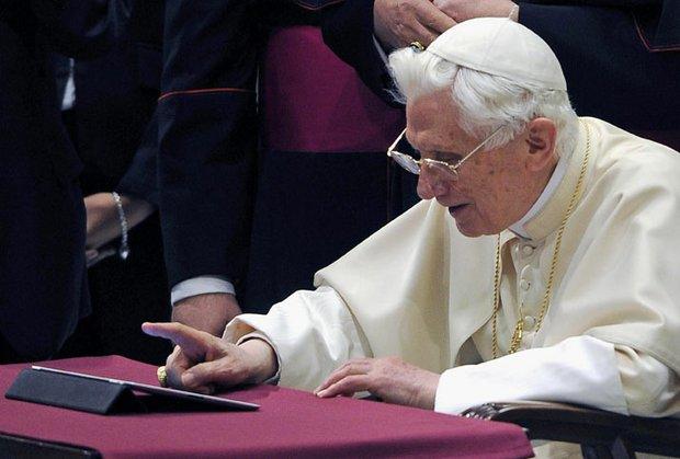 El 12 de diciembre, día de la Virgen de Guadalupe, el Papa Benedicto XVI se estrenó en Twitter. Su cuenta de @pontifex reunió más de 1 millón de seguidores antes de mandar su primer mensaje.