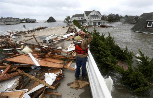 El 29 de octubre el huracán Sandy azotó la costa este del país. Hubo más de 100 muertos y cerca de 40 mil evacuados en Nueva York y Nueva Jersey, las áreas más golpeadas. Se necesitarán unos $50.000 millones para la restauración.