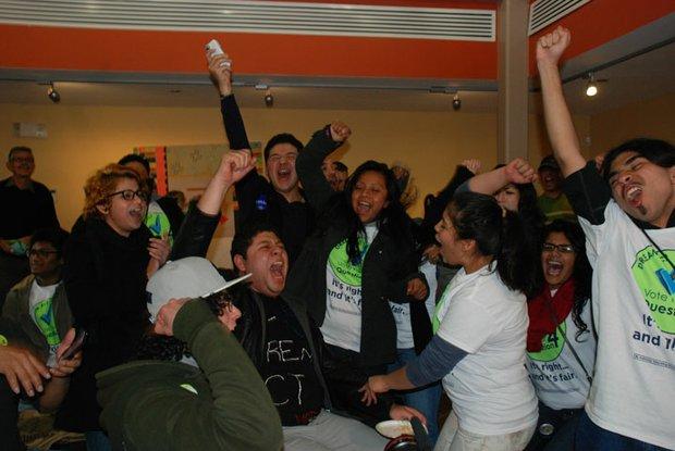 Estudiantes indocumentados en Maryland celebraron el 6 de noviembre la aprobación —por el voto popular— de la versión local del DREAM Act, que les permitirá pagar tarifas como residentes en las universidades.