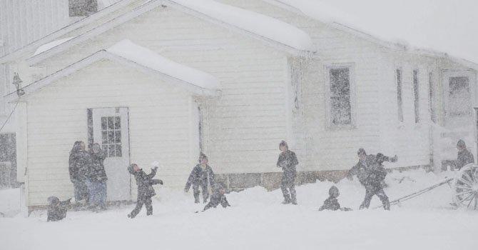 El gobernador Scott Walker declaró el estado de emergencia en Wisconsin, movilizando la Guardia Nacional a algunas áreas por la fuerte nevada y condiciones de ventiscas.