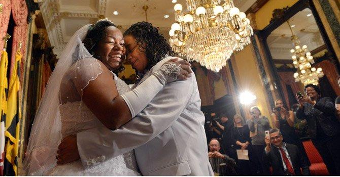 Darcia Anthony (izq.) y Dani Williams contrajeron matrimonio el 1 en Baltimore.