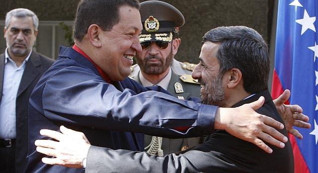 El presidente venezolano Hugo Chávez junto a su homólogo de Irán Mahmoud Ahmadinejad en enero de 2012.