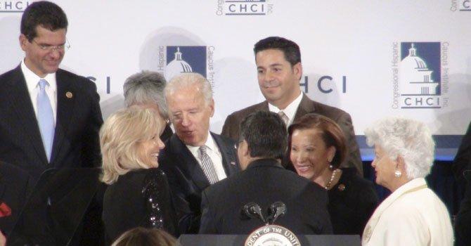 Biden apoya a congresistas hispanos en la reforma