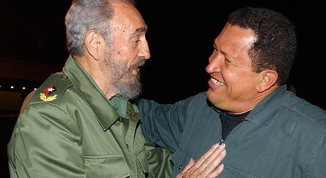Fidel Castro y Hugo Chávez en una foto de 2002.