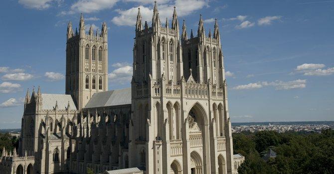 La Catedral Nacional en DC pertenece a la Iglesia Episcopal.