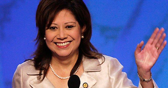 Hilda Solís renuncia a su cargo