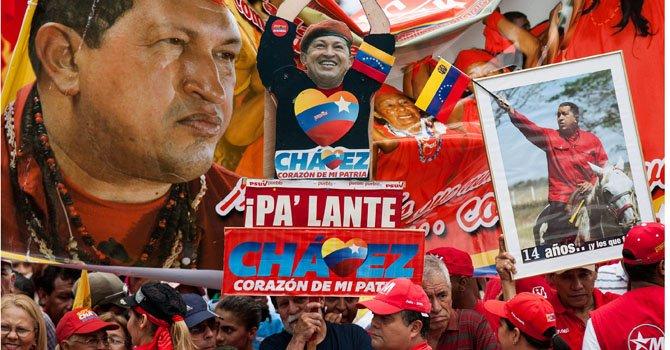 Seguidores del presidente venezolano Hugo Chávez participan el jueves 10 de enero, en la concentración convocada por el Partido Socialista Unido de Venezuela.