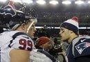 J.J Watt y Tom Brady se saludan después del encuentro entre los Texans y Patriots con un marcador final de 28-41