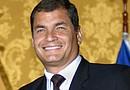 Rafael Correa lidera las intenciones de voto en una encuesta de la firma Perfiles de Opinión de diciembre pasado con el 60,6%, seguido por Lasso con 11,2%.