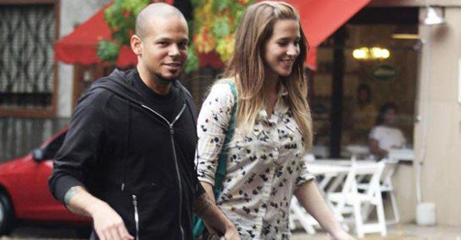 René Pérez, cantante de Calle 13,  junto a su novia actriz argentina Soledad Fandiño.