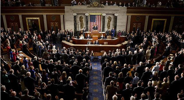 El legislador republicano John Boehner toma juramento a los miembros de la Cámara de Representantes el 3 de enero durante la inauguración de la 113 sesión del Congreso en Washington.
