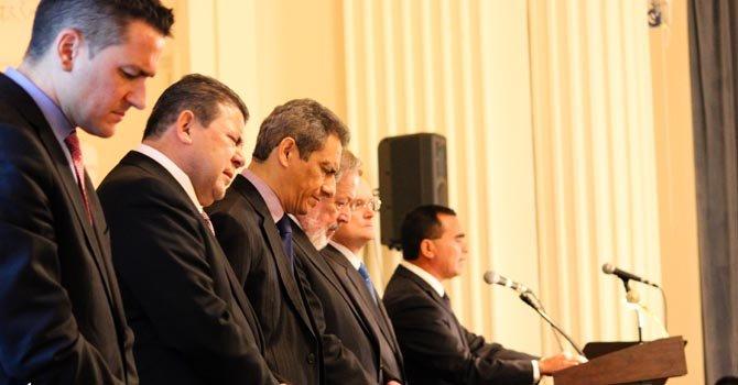 Líderes salvadoreños oran en DC por la paz en su país